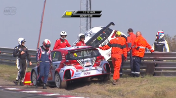 Bizarr baleset Michelisz és Muller között, a francia majdnem kirepült a pályáról, Michelisz 10 helyes büntetést kapott