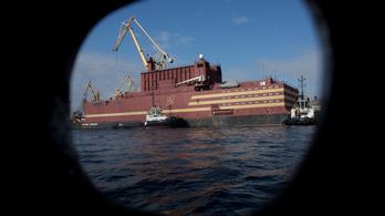 Megérkezett az Északi-sarkra a világ első úszó atomerőműve
