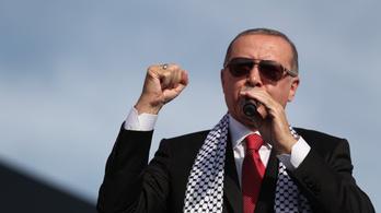 Egy lendülettel 104 embert ítélt életfogytiglanira egy török bíróság