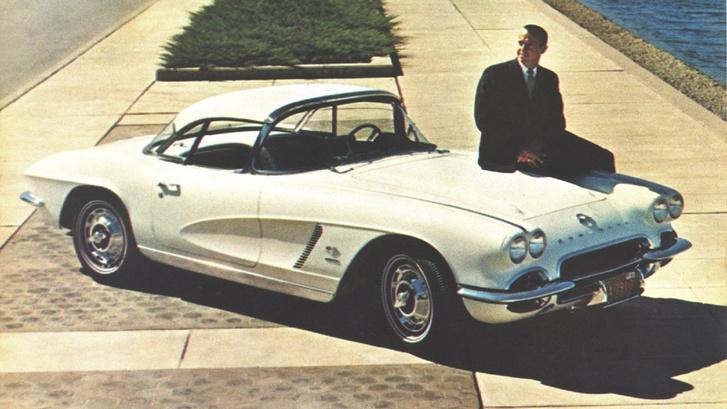 Shepard ajándék Corvette-jével