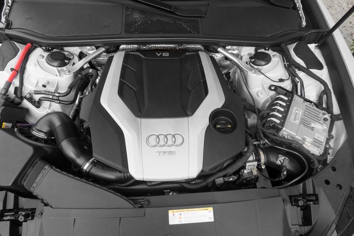 A háromliteres TFSI a most kapható legerősebb motor, 340 lóerő és 500 newtonméter forgatónyomaték már mindenre elég