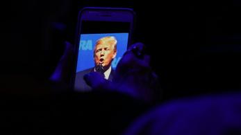 Politico: Trumpnak két okostelefonja van, de egyik sem biztonságos