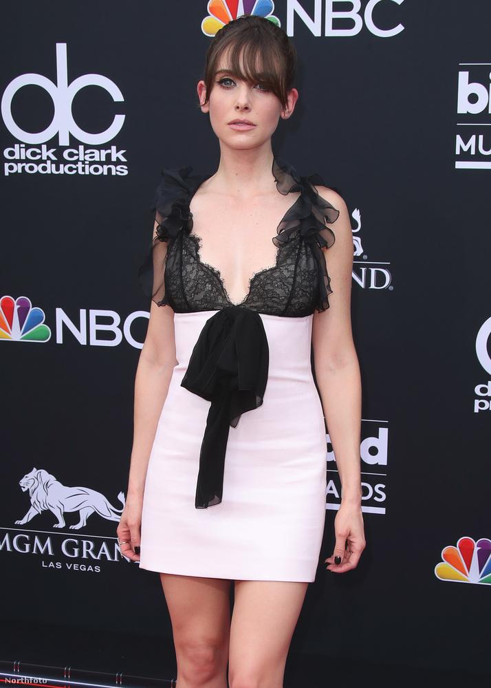 A Mad Men - reklámőrültek című sorozat színésznője, Alison Brie is megmutatta, hogy milyen szexi tud lenni.