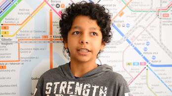 Gyermekotthonban élő gyerekek mondanak verset a BKK járatain