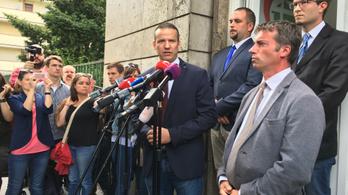 Toroczkai marad a Jobbikban, platformot csinál vidéki polgármesterekkel