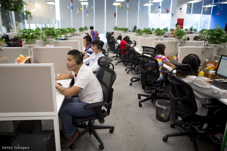 Dolgozók a cég főhadiszállásán, Pekingben.