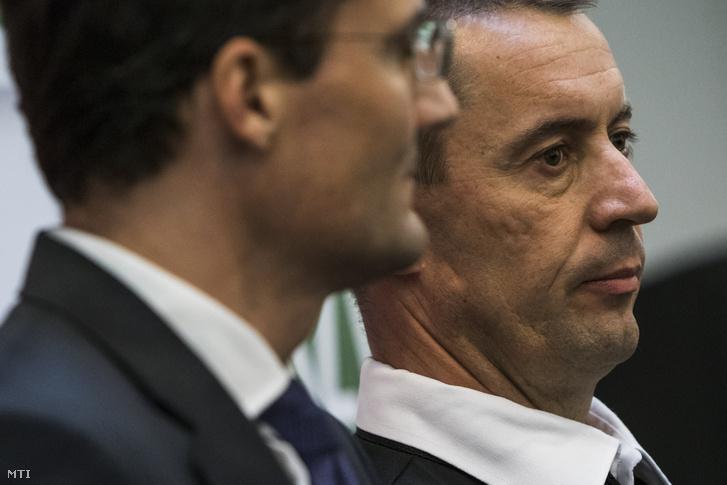 Sneider Tamás, a Jobbik új elnöke (j) és Gyöngyösi Mártont elnökhelyettes a párt tisztújító kongresszusa után tartott sajtótájékoztatón a Dürer Rendezvényházban 2018. május 12-én.