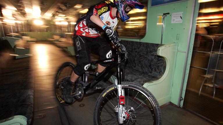 Júniustól bringával is lehet metrózni