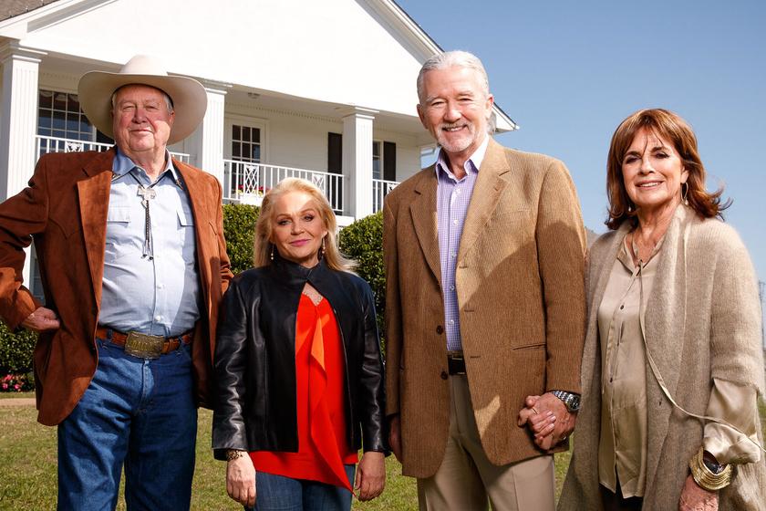 A Dallas negyvenedik évfordulója alkalmából Linda Gray összeállt másik három kollégájával, Patrick Duffy-val, Charlene Tiltonnal és Steve Kanaly-vel.