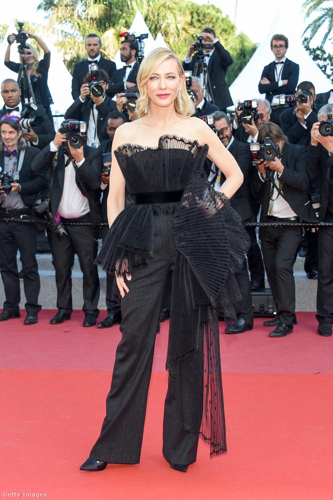 Ő már a kétszeres Oscar-díjas Cate Blanchett, aki a versenyfilm-zsűri elnöke volt idén.