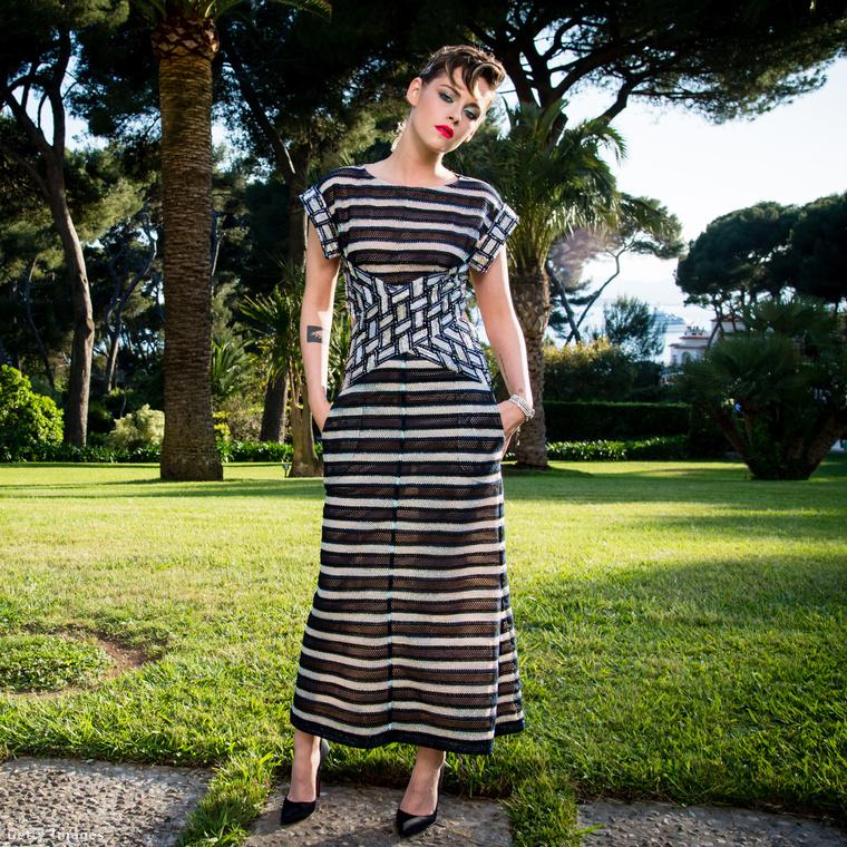 Kristen Stewart természetesen Chanelben durcázott az amfAR-gálán.