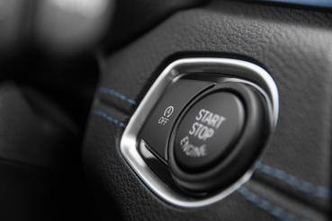Kéznél van a stop-start kikapcsolója, ehhez a Volvóban a menüben kell szörfölni, mint annyi más dolog miatt is