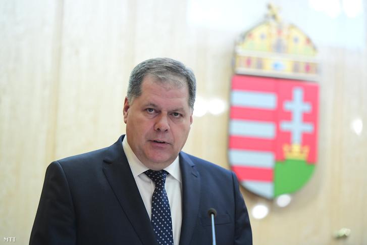 Kovács József a Katonai Nemzetbiztonsági Szolgálat fõigazgatója