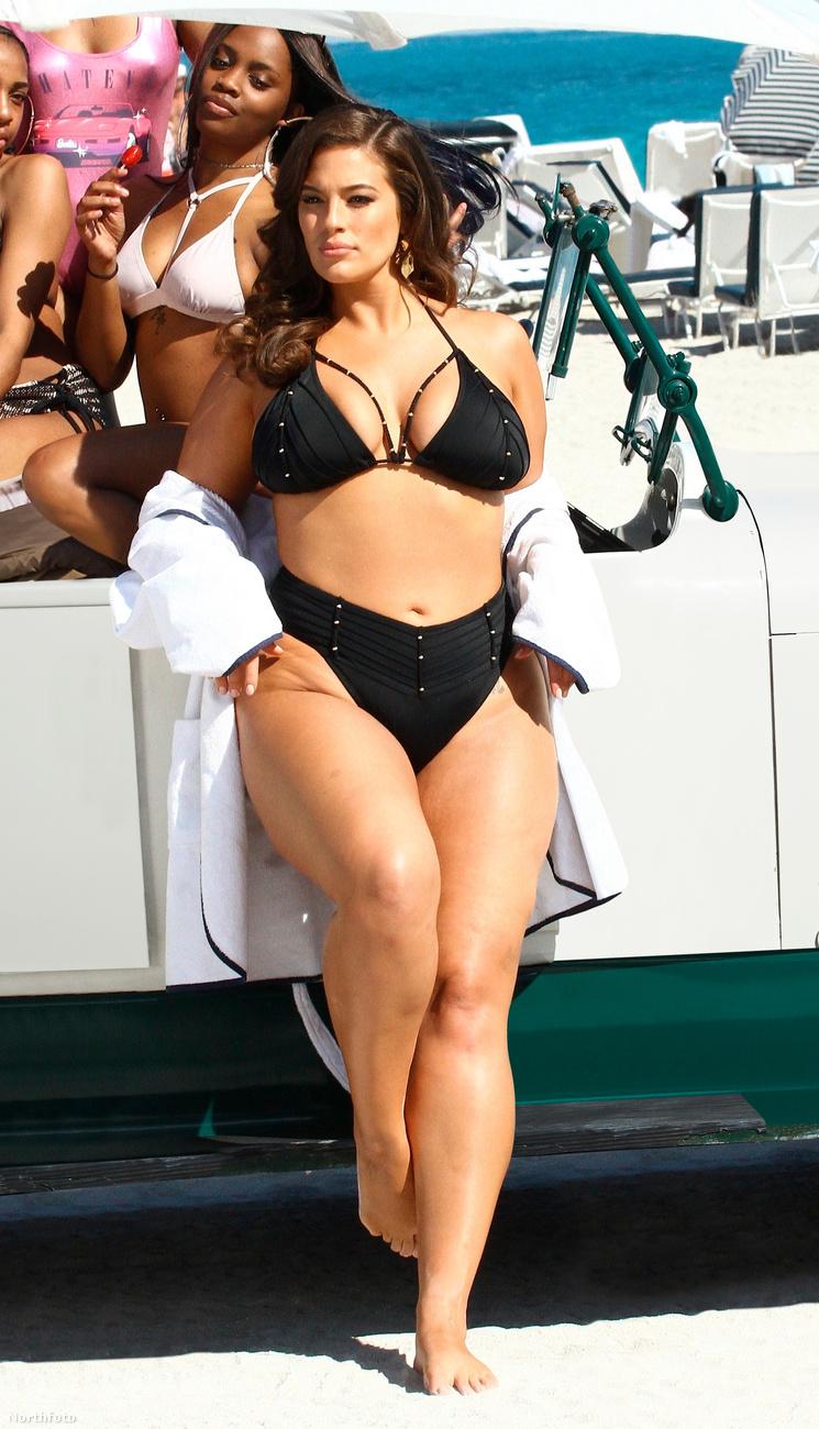 Ő volt az első, aki nem egy Kendall Jenner adottságú modellként került a Sports Illustrated bikinis kiadásának címlapjára.