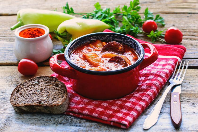 Zamatos, sűrű paprikás krumpli sok lével: tűzhelyen, bográcsban is főzheted