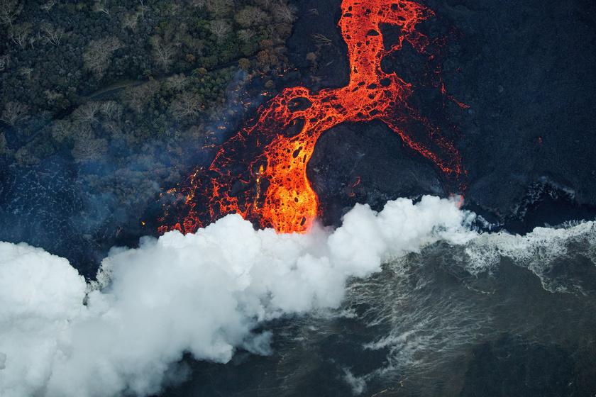 Lávatenger araszol az erőmű felé: katasztrófára készülnek Hawaii lakói