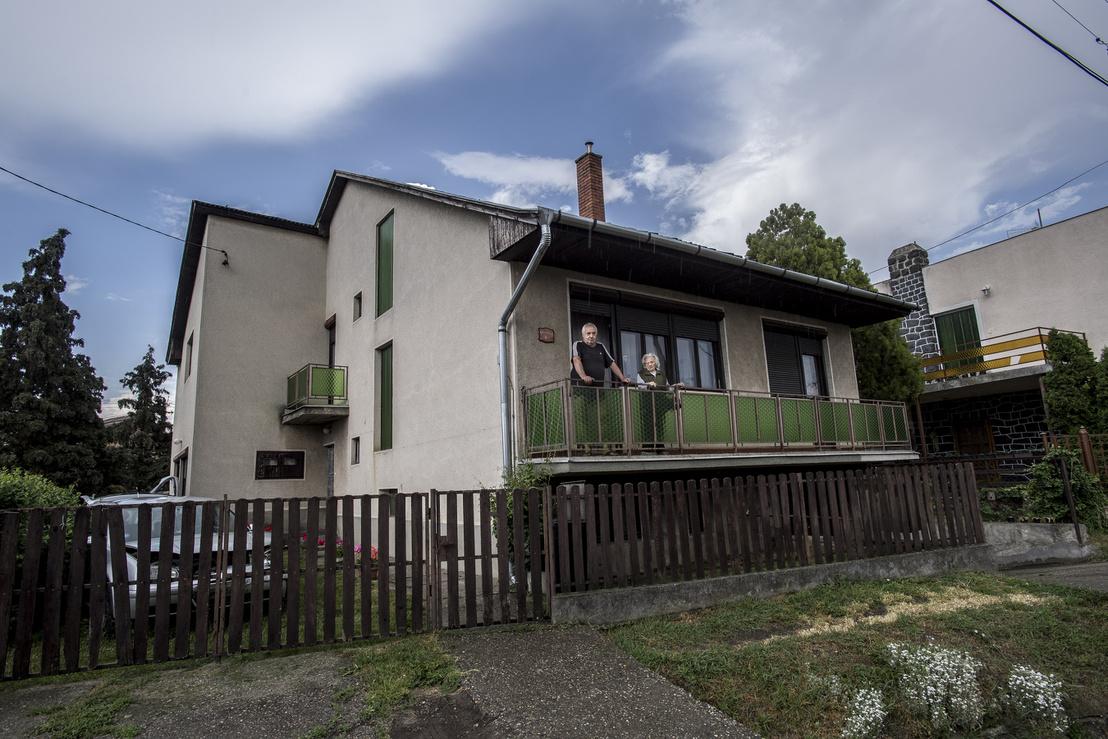 Egy olasz lakáskultúra magazinból nézte ki László a nyolcvanas években felhúzott házát.