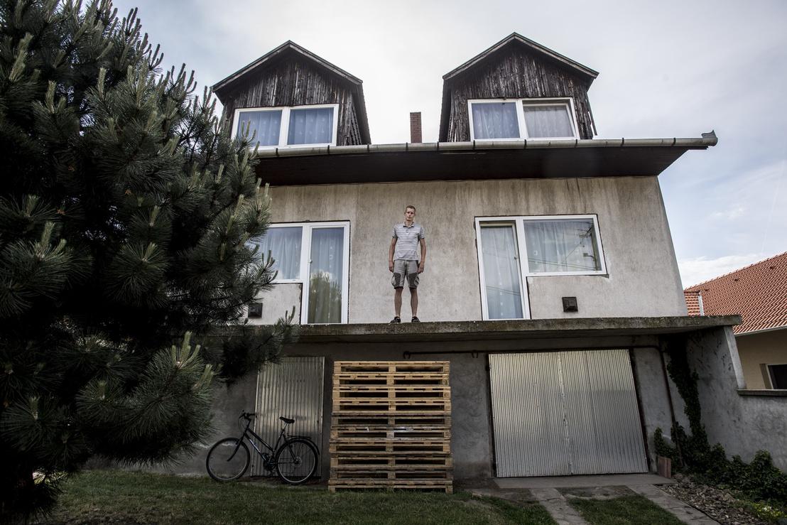 A 25 éves Péter a példa rá, hogy a fiatalabb generációnak esze ágában sincs a szülőkkel egy háztartásban életet kezdeni.