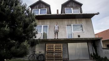 Szépen lassan kiürülnek a hatalmas családi házak