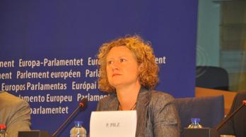 Az orránál fogva vezetné Brüsszelt a magyar kormány