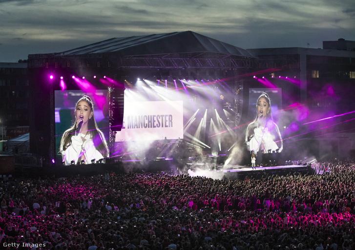 Ariana Grande a terrortámadásra emlékező manchesteri jótékonysági koncertje 2017 júniusában