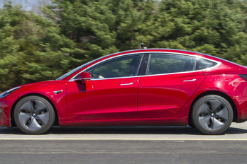 Musk: hamar javítjuk a Tesla Model 3 fékeit