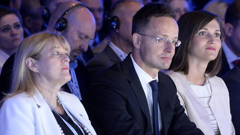 Kitiltották a sajtót a kormány konferenciájáról, elmaradt az ígért élő közvetítés is