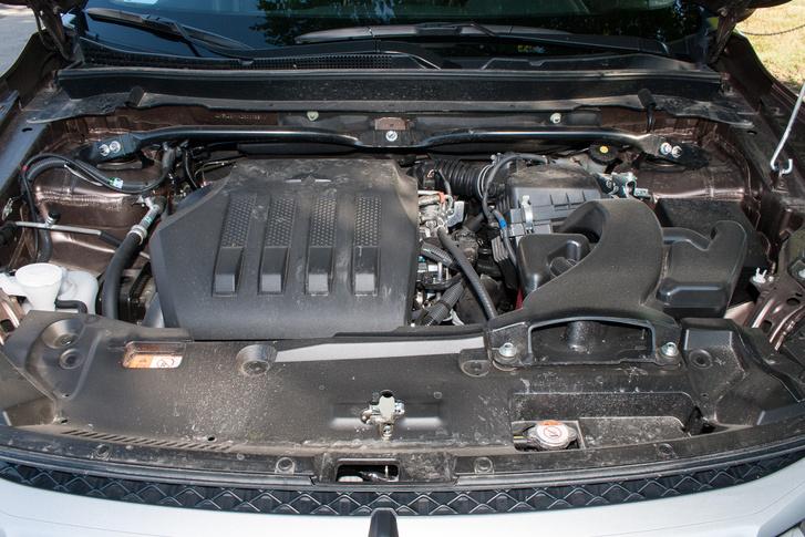 Kellemes karakterű az 1,5-ös turbómotor, 8 liter körüli fogyasztással el lehet vele járni