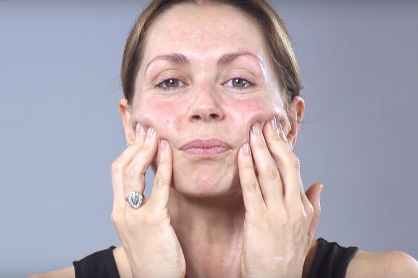 Kivasalja a nyak és az arc ráncait ez a masszázs - Feszesíti és feltölti a bőrt