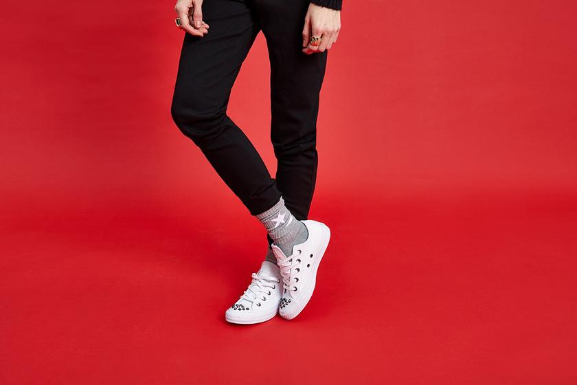 Kedvenc sportcipőnket idén is bármivel viselhetjük, főleg ha inkább a klasszikus irányba hajlik