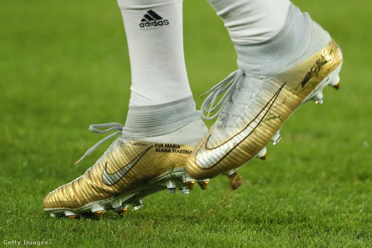 Adidas zokni, Nike cipő