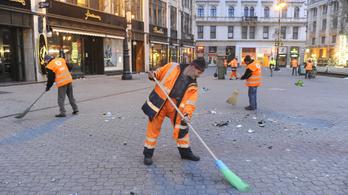 Szeptemberben felújítják a Vörösmarty teret