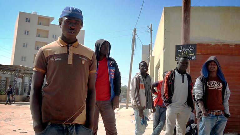 Líbia: Megszöktünk a titkosügynöktől, hogy elmerüljünk a káoszban