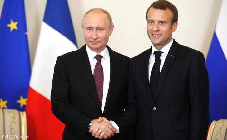 A két elnök Szentpéterváron találkozott és fogott kezet
