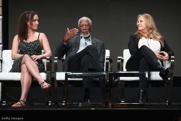 Megan Phelps-Roper producer, Morgan Freeman és Lori McCreary a 'The Story of Us with Morgan Freeman' című műsor (National Geographic Channel) 2017-es kaliforniai sajtóbeszélgetésén