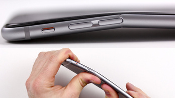 Tudta az Apple, hogy könnyen hajlik az iPhone 6