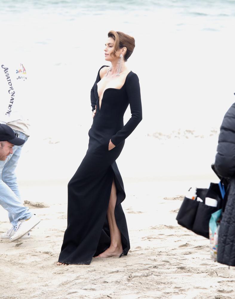 Ilyen ruhában pedig az emberek Oscar-díjátadóra szoktak menni, nem pedig strandolni