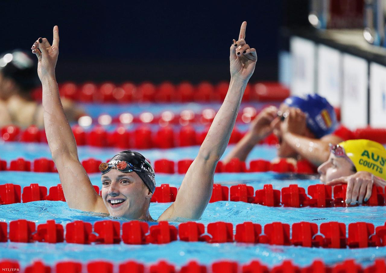 Az első vb-arany, amit már Tusup felkészítésével nyert, 2013 júliusából, a barcelonai világbajnokságról. Ott két arannyal (200 és 400 vegyes) és egy bronzzal (200 pillangó) zárt Hosszú. Augusztusban a rövidpályás világkupa eindhoveni állomásán két nap alatt négy világcsúcsot úszott, majd nem sokkal később Berlinben már övé volt egyszerre vegyesben mindhárom szám rövidpályás világcsúcsa: erre ő volt képes először a világon. A közös munka eredménye az első évben már rögtön látszott, Hosszúból igazi sztár lett 2013 végére