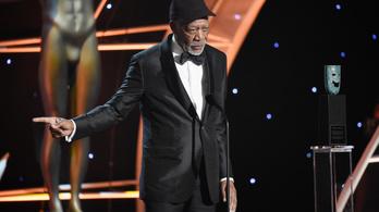 Zaklatási vád: sorra hátrálnak ki Morgan Freeman mögül, a díját is elvehetik