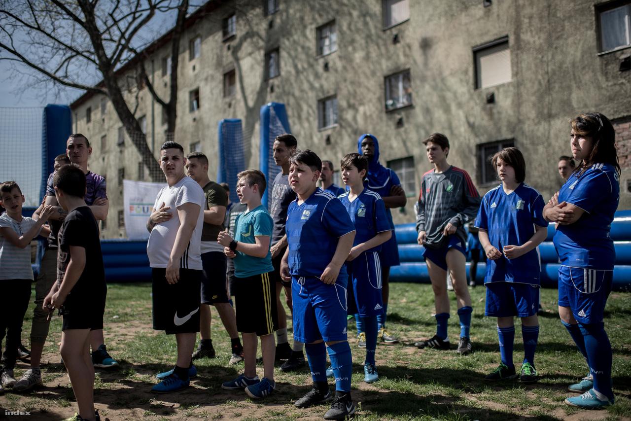 Az Oltalom Sportegyesület a rászorulók széles rétegét éri el, és a sportot, mint terápiás eszközt alkalmazza a hátrányos helyzetű emberek mentális és fizikai állapotának javítására.