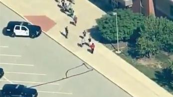 Általános iskolában lövöldözött egy diák az USA-ban