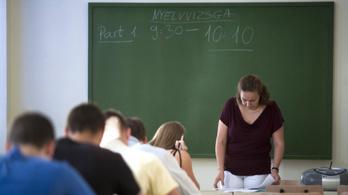 1300 ember diplomáját mentik meg 400 millió forintból