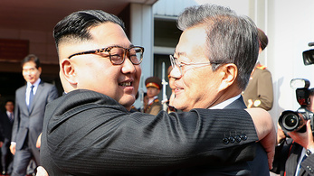 Váratlanul újra találkoztak Észak- és Dél-Korea vezetői