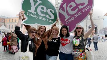 Írországban az év végén lazíthatnak a szigorú abortusztörvényen
