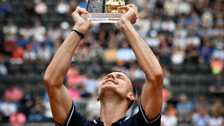Fucsovics megnyerte a genfi tornát, 36 éve nem látott magyar sikert ért el