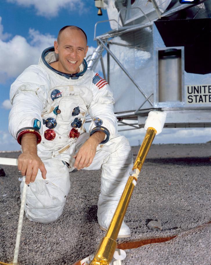 Alan Bean, az Apollo-12 holdkomppilótája