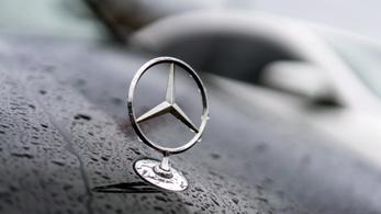 600 ezer autót hívhat vissza a Daimler