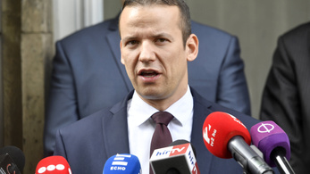 Toroczkai nem áll le, most a Magyar Időkben ekézi a Jobbikot