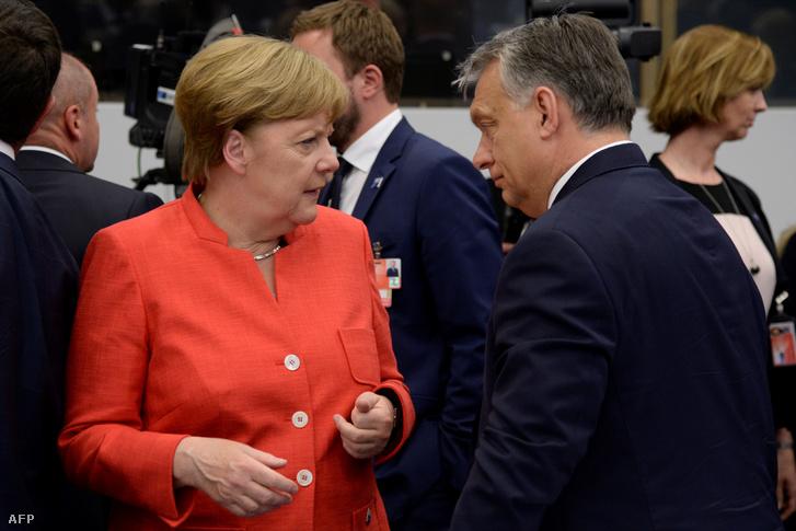 Angela Merkel és Orbán Viktor Brüsszelben 2017. május 25-én