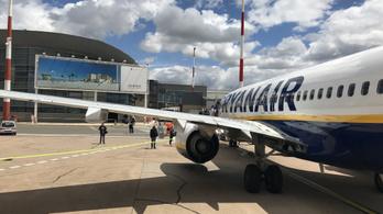Egy villámtól összeomlott a Ryanair, ezrek ragadtak Londonban